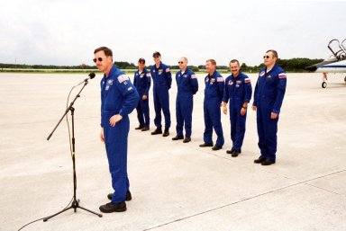 KENNEDY SPACE CENTER, Fla. -- After their arrival at Kennedy Space Center?s Shuttle Landing Facility, the STS-105 and Expedition Three crews greet the media. At the microphone is Commander Scott Horowitz. Behind him are (left to right) Pilot Rick Sturckow, Mission Specialists Daniel Barry and Patrick Forrester, and the Expedition Three Commander Frank Culbertson and cosmonauts Mikhail Tyurin and Vladimir Dezhurov. On mission STS-105, Discovery will be transporting the Expedition Three crew and several payloads and scientific experiments to the International Space Station. The Early Ammonia Servicer (EAS) tank, which will support the thermal control subsystems until a permanent system is activated, will be attached to the Station during two spacewalks. The three-member Expedition Two crew will be returning to Earth aboard Discovery after a five-month stay on the Station. Launch of Discovery on mission STS-105 is scheduled for Aug. 9