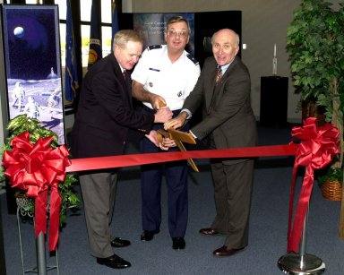 KENNEDY SPACE CENTER, FLA. -- (From left) Center Director Roy Bridges, Brig. Gen. Donald P. Pettit and Executive Director of the Cape Canaveral Spaceport Management Office Ed Gormel share the ribbon cutting at the formal opening of a Customer Service office at the Spaceport. Gen. Pettit is the commander of the 45th Space Wing
