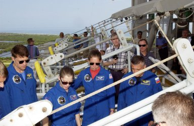 KENNEDY SPACE CENTER, FLA. -- During emergency egress training from the launch pad, the STS-112 crew look at the slidewire basket. Seen here are, left to right, Commander Jeffrey Ashby, Pilot Pamela Melroy and Mission Specialists Sandra Magnus and Fyodor Yurchikhin (with the Russian Space Agency). Not seen are Mission Specialists Piers Sellers and David Wolf. The training is part of Terminal Countdown Demonstration Test activities, which include a simulated launch countdown. Mission STS-112 aboard Space Shuttle Atlantis is scheduled to launch no earlier than Oct. 2, between 2 and 6 p.m. EDT. STS-112 is the 15th assembly mission to the International Space Station. Atlantis will be carrying the S1 Integrated Truss Structure, the first starboard truss segment, to be attached to the central truss segment, S0, and the Crew and Equipment Translation Aid (CETA) Cart A. The CETA is the first of two human-powered carts that will ride along the ISS railway, providing mobile work platforms for future spacewalking astronauts.