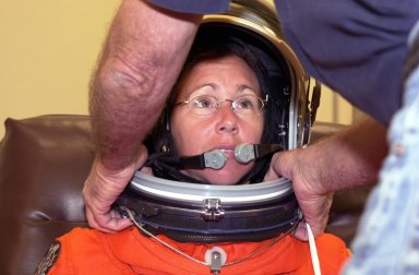 KENNEDY SPACE CENTER, FLA. --STS-112 Mission Specialist Sandra Magnus dons her space helmet for a final fit check in preparation for her launch to the International Space Station aboard Atlantis. Launch is scheduled for Oct. 2 between 2 and 6 p.m. EDT.