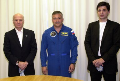 KENNEDY SPACE CENTER, FLA. - In the Operations and Checkout Building, Aslan Abashidze (left), President of the Autonomous Republic of Ajara in Georgia (Russia), STS-112 Mission Specialist Fyodor N. Yurchikhin, Ph.D., a cosmonaut with the Russian Space Agency; and Georgi Abashidze, Mayor of Batumi (Yurchikhin's hometown), pose for a portrait. Yurchikhin and the other members of the STS-112 crew are awaiting launch to the International Space Station aboard Space Shuttle Atlantis. The launch has been postponed to no earlier than Monday, Oct. 7, so that the Mission Control Center, located at the Lyndon B. Johnson Space Center in Houston, Texas, can be secured and protected from potential storm impacts from Hurricane Lili.