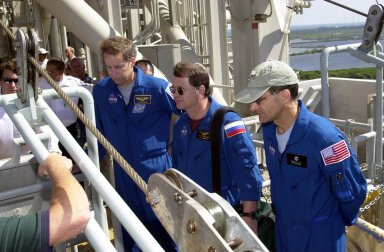 KENNEDY SPACE CENTER, FLA. - As part of Terminal Countdown Demonstration Test (TCDT) activities, the STS-113 and Expedition 6 crews receive training in emergency exit from the orbiter on Launch Pad 39A. Shown are (from left) Mission Commander James Wetherbee and cosmonaut Nikolai Budarin and astronaut Donald Pettit of the Expedition 6 crew. The TCDT also includes a simulated launch countdown. The 16th assembly flight to the International Space Station, STS-113 will carry the Port 1 (P1) truss aboard Space Shuttle Endeavour as well as the Expedition 6 crew, who will replace Expedition 5 on the Station. Mission STS-113 is scheduled to launch Nov. 10, 2002.