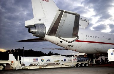 KENNEDY SPACE CENTER, FLA. - The Pegasus XL launch vehicle, with the Solar Radiation and Climate Experiment (SORCE) satellite aboard, is moved underneath the L-1011 aircraft that will carry the Pegasus to the launch altitude of 39,000 feet over the Atlantic Ocean approximately 100 miles east-southeast of Cape Canaveral. SORCE, built by Orbital Sciences Corporation, will study and measure solar irradiance as a source of energy in the Earth's atmosphere. The launch of SORCE is scheduled for Jan. 25 at 3:14 p.m. from CCAFS.