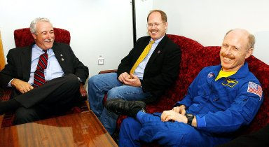STAR CITY, RUSSIA - NASA Administrator Sean O'Keefe (left) visits with Expedition Six Commander Ken Bowersox (right) and his brother (center). The Expedition Six crew spent 161 days in space, 159 manning the International Space Station. Photo Credit: NASA/Bill Ingalls