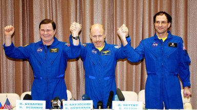STAR CITY, RUSSIA - Expedition Six Flight Engineer Nikolai Budarin (large), Commander Ken Bowersox (center), and NASA ISS Science Officer Don Pettit (right) pose for photos at a Press Conference at the Gagarin Cosmonaut Training Center in Star City, Russia. The Expedition Six crew spent 161 days in space, 159 manning the International Space Station. Photo Credit: NASA/Bill Ingalls