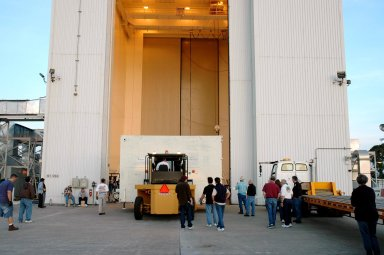 KENNEDY SPACE CENTER, FLA. - A forklift lowers one of two containers with the Mars Reconnaissance Orbiter (MRO) equipment onto the ground in front of the Payload Hazardous Servicing Facility. The MRO was built by Lockheed-Martin for NASA?s Jet Propulsion Laboratory in California. It is the next major step in Mars exploration and scheduled for launch from Cape Canaveral Air Force Station in a window opening Aug. 10. The MRO carries six primary instruments: the High Resolution Imaging Science Experiment, Context Camera, Mars Color Imager, Compact Reconnaissance Imaging Spectrometer for Mars, Mars Climate Sounder and Shallow Radar. By 2007, the MRO will begin a series of global mapping, regional survey and targeted observations from a near-polar, low-altitude Mars orbit. It will observe the atmosphere and surface of Mars while probing its shallow subsurface as part of a ?follow the water? strategy.