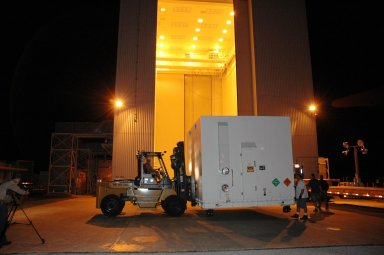 KENNEDY SPACE CENTER, FLA. - One of two containers with the Mars Reconnaissance Orbiter (MRO) equipment arrives at the Payload Hazardous Servicing Facility. The MRO was built by Lockheed-Martin for NASA?s Jet Propulsion Laboratory in California. It is the next major step in Mars exploration and scheduled for launch from Cape Canaveral Air Force Station in a window opening Aug. 10. The MRO carries six primary instruments: the High Resolution Imaging Science Experiment, Context Camera, Mars Color Imager, Compact Reconnaissance Imaging Spectrometer for Mars, Mars Climate Sounder and Shallow Radar. By 2007, the MRO will begin a series of global mapping, regional survey and targeted observations from a near-polar, low-altitude Mars orbit. It will observe the atmosphere and surface of Mars while probing its shallow subsurface as part of a ?follow the water? strategy.