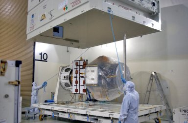 KENNEDY SPACE CENTER, FLA. - Inside the Astrotech Payload Processing Facility on Vandenberg Air Force Base in California, the cover of the shipping container is lifted away from the newly arrived Cloud-Aerosol Lidar and Infrared Pathfinder Satellite Observation (CALIPSO). CALIPSO will fly in combination with the CloudSat satellite to provide never-before-seen 3-D perspectives of how clouds and aerosols form, evolve, and affect weather and climate. CALIPSO and CloudSat will join three other satellites in orbit to enhance understanding of climate systems. The launch date for CALIPSO/CloudSat is no earlier than Aug. 22.