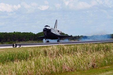 KENNEDY SPACE CENTER, FLA. -- After traveling nearly 5.3 million miles on mission STS-118, Endeavour touches down on runway 15 at NASA's Kennedy Space Center. The Space Shuttle Endeavour crew, led by Commander Scott Kelly, completes a 13-day mission to the International Space Station. The STS-118 mission began Aug. 8 and installed a new gyroscope, an external spare parts platform and another truss segment to the expanding station. Endeavour's main gear touched down at 12:32:16 p.m. EDT. Nose gear touchdown was at 12:32:29 p.m. and wheel stop was at 12:33:20 p.m. Endeavour landed on orbit 201. STS-118 was the 119th space shuttle flight, the 22nd flight to the station, the 20th flight for Endeavour and the second of four missions planned for 2007. This was the 65th landing of an orbiter at Kennedy. Photo credit: NASA/Tom Joseph