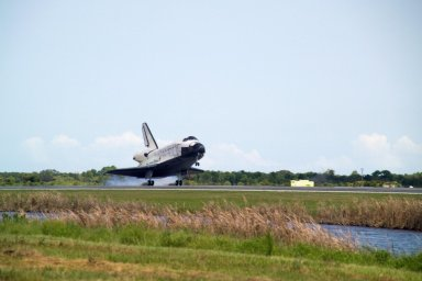 KENNEDY SPACE CENTER, FLA. -- After traveling nearly 5.3 million miles on mission STS-118, Endeavour touches down on runway 15 at NASA's Kennedy Space Center. The Space Shuttle Endeavour crew, led by Commander Scott Kelly, completes a 13-day mission to the International Space Station. The STS-118 mission began Aug. 8 and installed a new gyroscope, an external spare parts platform and another truss segment to the expanding station. Endeavour's main gear touched down at 12:32:16 p.m. EDT. Nose gear touchdown was at 12:32:29 p.m. and wheel stop was at 12:33:20 p.m. Endeavour landed on orbit 201. STS-118 was the 119th space shuttle flight, the 22nd flight to the station, the 20th flight for Endeavour and the second of four missions planned for 2007. This was the 65th landing of an orbiter at Kennedy. Photo credit: NASA/Scott Haun