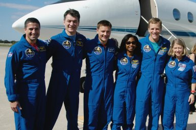 KENNEDY SPACE CENTER, FLA. -- The STS-120 crew members are ready for their return to flight to Houston. From left are Pilot George Zamka, Mission Specialists Paolo Nespoli, Doug Wheelock, Stephanie Wilson and Scott Parazynski, and Commander Pamela Melroy. A welcoming ceremony for the crew is planned at NASA's Hangar 276 on the south end of Ellington Field in Texas. On the 15-day mission, the STS-120 crew continued the construction of the station with the installation of the Harmony Node 2 module and the relocation of the P6 truss. They landed Nov. 7 at NASA's Kennedy Space Center . Photo credit: NASA/George Shelton