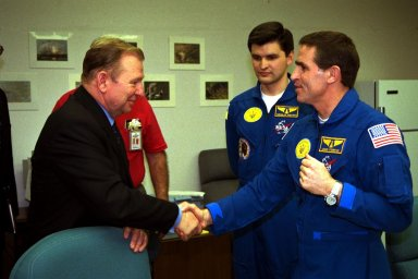 The president of the Ukraine, Leonid Kuchma, shakes hands with Payload Specialist Leonid Kadenyuk, at right, as backup Payload Specialist Yaroslav Pustovyi, both of the National Space Agency of Ukraine, looks on during prelaunch activities leading up to the scheduled Nov. 19 launch of STS-87. STS-87 will be the fourth flight of the United States Microgravity Payload and the Spartan-201 deployable satellite. During the mission, Kadenyuk will pollinate Brassica rapa plants as part of the Collaborative Ukrainian Experiment, or CUE, aboard Columbia during its 16-day mission. The CUE experiment is a collection of 10 plant space biology experiments that will fly in Columbia's middeck and will feature an educational component that involves evaluating the effects of microgravity on Brassica rapa seedlings. Students in Ukrainian and American schools will participate in the same experiment with Kadenyuk in space. Kadenyuk will be flying his first Shuttle mission on STS-87