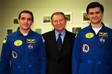 The president of the Ukraine, Leonid Kuchma, is flanked by Payload Specialist Leonid Kadenyuk, at left, and backup Payload Specialist Yaroslav Pustovyi, at right, both of the National Space Agency of Ukraine, during prelaunch activities leading up to the scheduled Nov. 19 launch of STS-87. STS-87 will be the fourth flight of the United States Microgravity Payload and the Spartan-201 deployable satellite. During the mission, Kadenyuk will pollinate Brassica rapa plants as part of the Collaborative Ukrainian Experiment, or CUE, aboard Columbia during its 16-day mission. The CUE experiment is a collection of 10 plant space biology experiments that will fly in Columbia's middeck and will feature an educational component that involves evaluating the effects of microgravity on Brassica rapa seedlings. Students in Ukrainian and American schools will participate in the same experiment with Kadenyuk in space. Kadenyuk will be flying his first Shuttle mission on STS-87