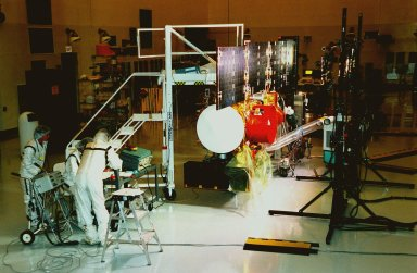 In the Payload Hazardous Servicing Facility, workers at left check instruments during a lighting test on the solar panels of the Stardust [ http://www-pao.ksc.nasa.gov/kscpao/captions/subjects/stardust.htm ]spacecraft. Stardust is scheduled to be launched aboard a Boeing Delta II rocket from Launch Pad 17A, Cape Canaveral Air Station, on Feb. 6, 1999, for a rendezvous with the comet Wild 2 in January 2004. Stardust will use a substance called aerogel to capture comet particles flying off the nucleus of the comet, plus collect interstellar dust for later analysis. The collected samples will return to Earth in a sample return capsule (its white cap is seen on the near end of the spacecraft) to be jettisoned as it swings by Earth in January 2006