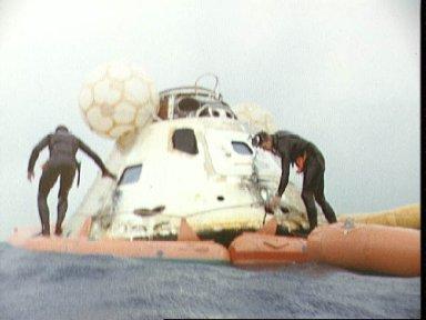 Navy frogmen attach flotation collar to Apollo 7 command module