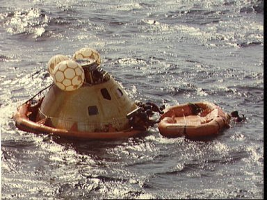 Navy swimmers assist with recovery of Skylab 3 Command Module