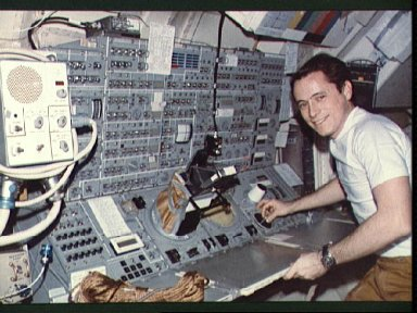 Astronaut Edward Gibson stands at Apollo Telescope Mount in Skylab