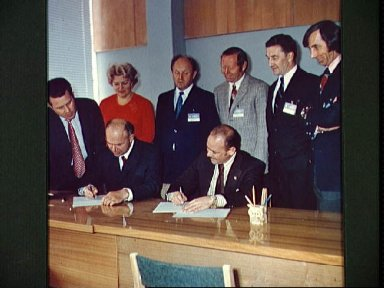 Signing of agreement on information policy for ASTP mission