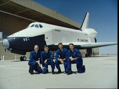 Two crews for the Shuttle Approach and Landing Tests (ALT)