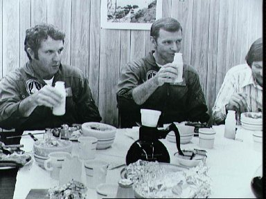 Astronauts Engle and Truly at breakfast priot to second ALT