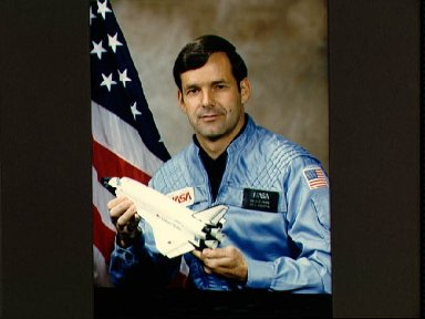 Offical portrait of Astronaut Candidate Ronald Grabe