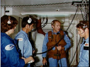 STS-5 crewmembers take part in countdown demonstration test (CDDT)