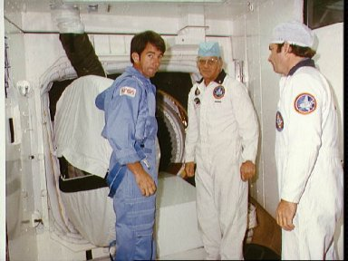 Astronaut William B. Lenoir, STS-5 mission specialist, to enter orbiter