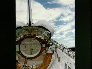 Astronaut Musgrave performing EVA during STS-6