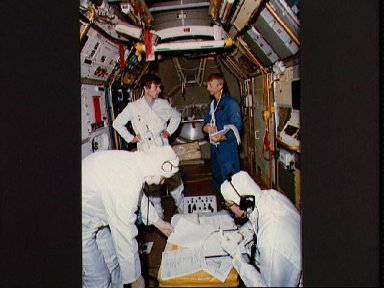 Performance tests of the Spacelab-1 in preparation for STS-9