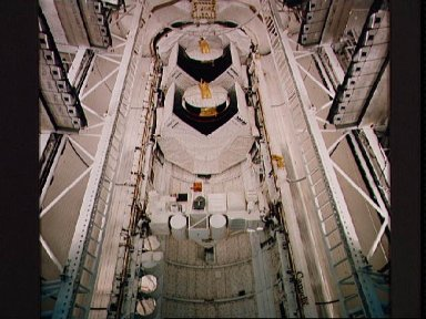 Documentation of STS-11 cargo bay closeout prior to leaving O and C bldg.