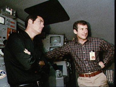 Astronauts Crippen and Hart briefed on operation of IMAX camera
