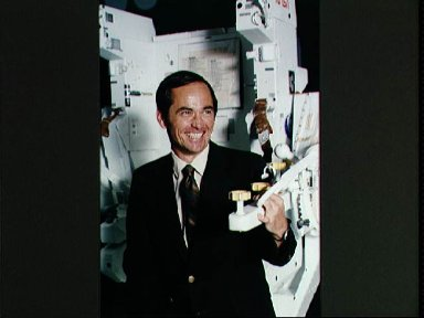Astronauts Hart and Crippen pose with MMU