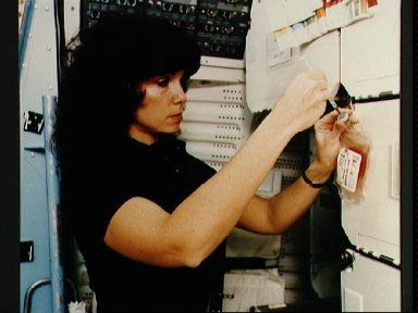 41-D crewmembers Resnik and Walker prepare experiments in training for flight