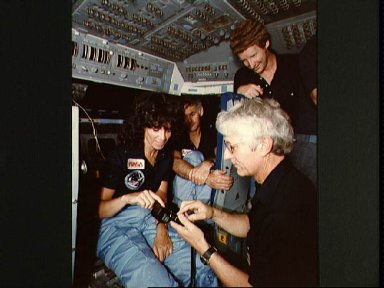 41-D crewmembers in one-G trainer examining camera