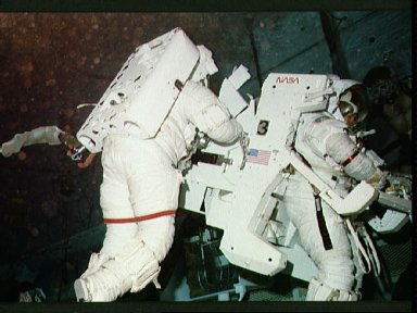 Astronaut Kathryn Sullivan and Bruce McCandless in WETF for evaluation of PTK