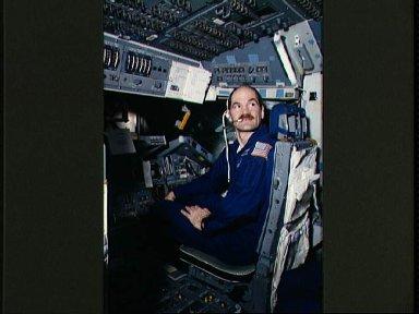 STS-27 Atlantis, OV-104, Pilot Gardner on SMS forward flight deck