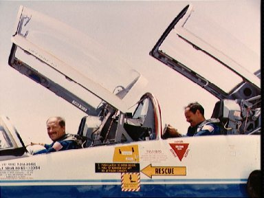 STS-26 crewmembers Hauck and Lounge in T-38 NASA 912 at KSC's SLF
