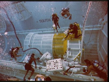 STS-26 crewmembers participate in contingency EVA exercise in JSC's WETF