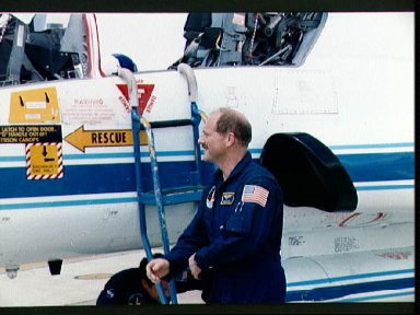 STS-26 Commander Hauck checks T-38 aircraft prior to departure for KSC
