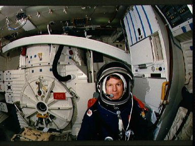 STS-27 Atlantis, OV-104, MS Shepherd on middeck in crew compartment trainer