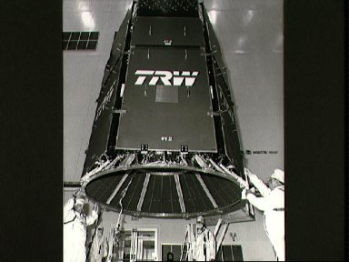 STS-29 tracking and data relay satellite D (TDRS-D) mating at KSC VPF