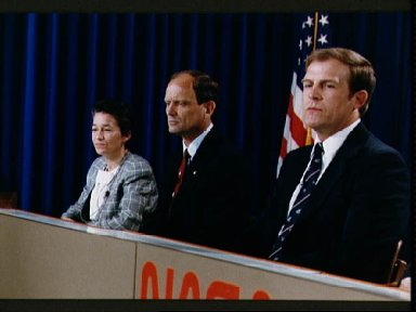 STS-30 Mission Specialists Cleave, Thagard, Lee at preflight press conference