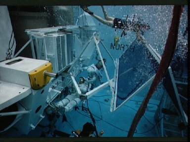 Astronauts practice contingency EVA on GRO during simulation in JSC WETF