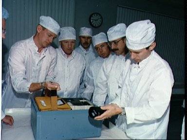STS-28 Columbia, OV-102, crewmembers participate in FEPF bench review
