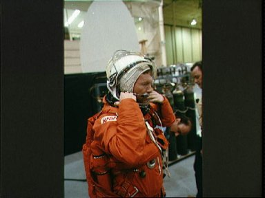 STS-28 Columbia, OV-102, Pilot Richards adjusts LES before bailout exercises