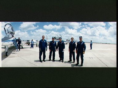 STS-28 Columbia, OV-102, crewmembers in front of T-38As at Ellington Field