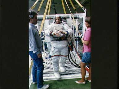 STS-32 MS Low wearing EMU upper and lower torsos prepares for WETF exercises