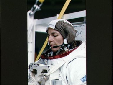 STS-32 MS Dunbar looks at PLSS DCM prior to WETF exercises