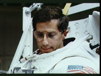STS-37 Mission Specialist (MS) Apt prepares for EVA exercise in JSC WETF
