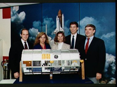 STS-32 crewmembers pose with LDEF model at T-30 press conference